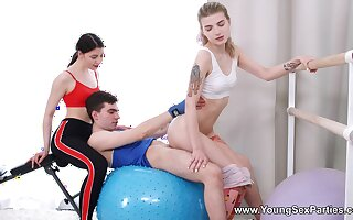 Titillating FFM threesome with Monroe Fox and Rin White in the gym
