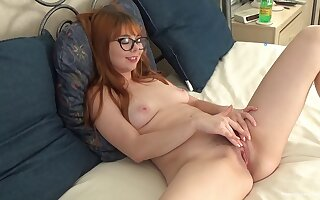 Nerdy young redhead plays approximately her furry cunt like in all directions the home screen