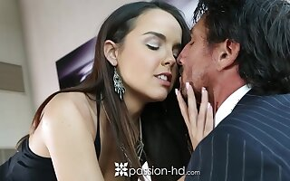 After kissing stud pulling babe Dillion Harper gets nailed doggy by Tommy Gunn