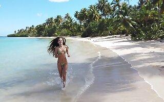 Slender Colombian babe in sexy bikini Irene Rouse nimble on dramatize expunge beach