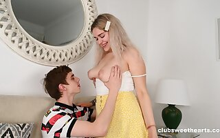 Passionate licking leads to carnal knowledge with respect to an amateurish mart go steady with